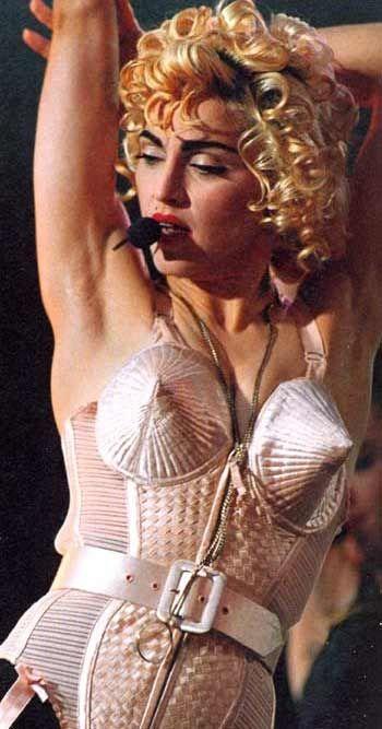 Madonna con il celebre corsetto di Gaultier